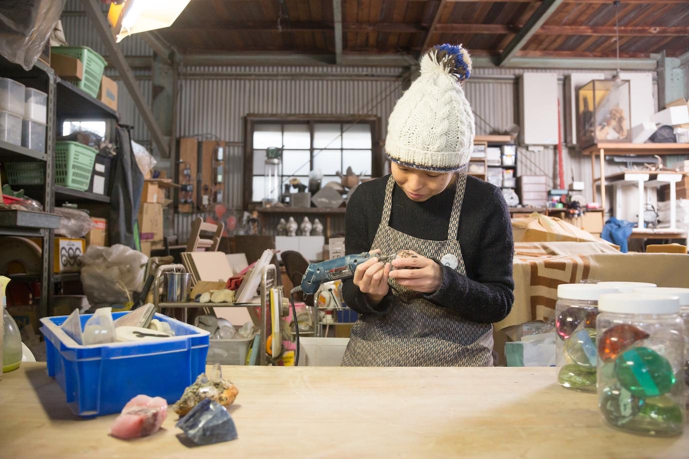 森さんのガラス工芸作品用の素材購入サポート
